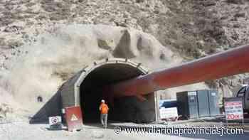 Tragedia: murió un trabajador minero tras volcar un camión regador - Diario La Provincia SJ