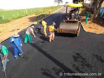 Prefeitura de Jacarezinho pavimenta quatro ruas da Vila Scylla - Tribuna do Vale