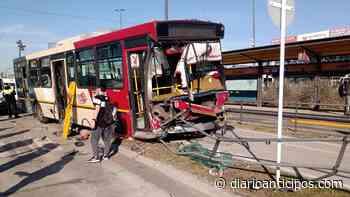 Accidente en el Metrobús de Morón: Impactantes imágenes - Anticipos - Anticipos