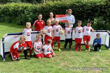 Sparkasse unterstützt den FC Burgwedel bei der Anschaffung von acht neuen Minitoren - AltkreisBlitz