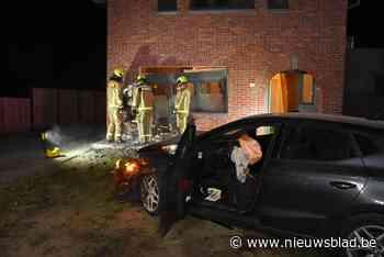 Bestuurster gewond na klap tegen huis in Eksel