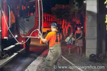 Vivienda se incendia en carretera a Los Planes de Renderos, Panchimalco - La Prensa Grafica