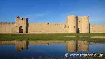 Fouler la cité médiévale d'Aigues-Mortes - France Bleu