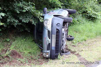 Unfall bei Aschaffenburg-Gailbach: Auto prallt in Böschung und kippt um | Foto: Ralf Hettler - Main-Echo