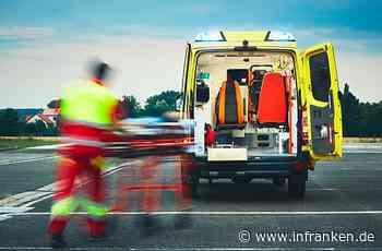 Erlangen: Mann (20) tritt urplötzlich auf Straße und wird von Auto erfasst - er schwebt in Lebensgefahr
