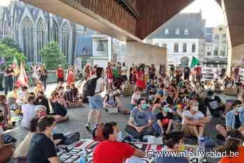 150 mensen protesteren in Gent voor solidariteit met 'sans papiers' - Het Nieuwsblad