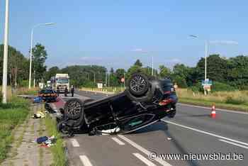 Wagen gaat overkop vlakbij Watersportbaan: twee inzittenden ... (Gent) - Het Nieuwsblad