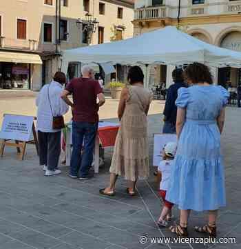 Arzignano, opposizione deposita le firme per cittadinanza onoraria a Liliana Segre - Vicenza Più