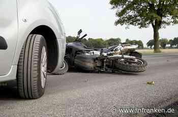 Höchstadt: Autofahrerin (18) nimmt Kradfahrer Vorfahrt - Biker schwer verletzt