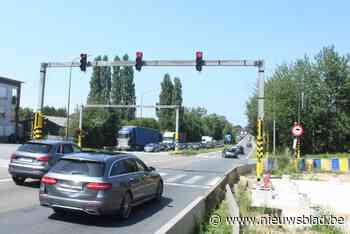 Plaatsing voetgangersbrug boven A8 opgeschoven naar septembe... (Halle) - Het Nieuwsblad