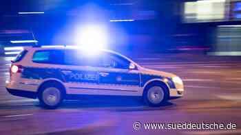 Raser flieht vor Polizei und verletzt 67-Jährigen schwer - Süddeutsche Zeitung