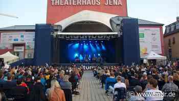 Start der Kulturarena 2021 in Jena mit Thees Uhlmann: Klatschen erlaubt, Tanzen nicht - MDR