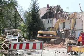 Es knarzte heftig: In Kusterdingen muss ein Haus abgerissen werden - Schwäbisches Tagblatt