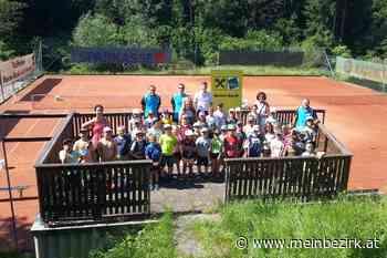Kinder wurden mit dem Tennissport vertraut gemacht: Wanderung der Volksschule Lichtenau zur Tennisanlage in Br - meinbezirk.at