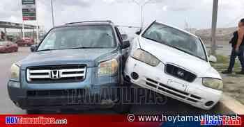 Accidente en Tamaulipas En Nuevo Laredo Queda automvil trepado en camioneta - Hoy Tamaulipas