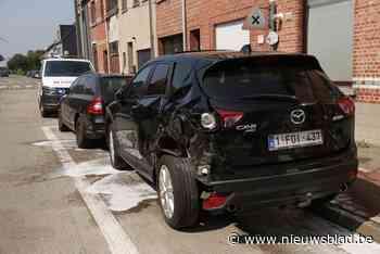 Tractor rijdt geparkeerde auto's aan (Sint-Gillis-Waas) - Het Nieuwsblad