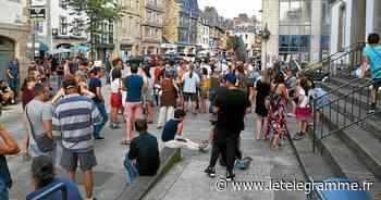 Lannion - [En images] À Lannion, 100 personnes rassemblées contre le pass sanitaire - Le Télégramme