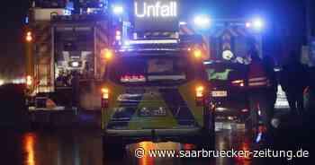 Schwerer Unfall : Auto überschlägt sich an der A6 bei Sankt Ingbert - Saarbrücker Zeitung