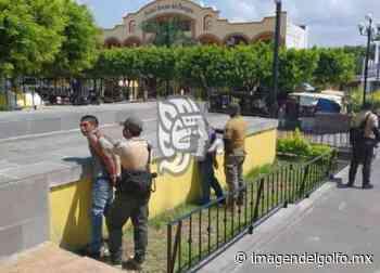 Fuerza Civil disipa espacios públicos en Acayucan - Imagen del Golfo