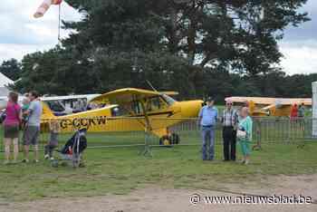Vliegtuigen en oldtimers verzamelen tijdens Fly-In Keiheuvel