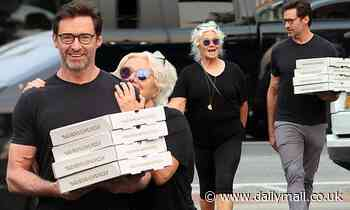 Hugh Jackman and wife Deborra-Lee Furness pick up pizza in The Hamptons - Daily Mail