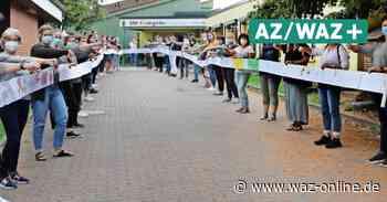 DRK-Kitas aus Wolfsburg schicken Protest-Paket an Grant Hendrik Tonne - Sorgenrolle zum Kita-Gesetz - Wolfsburger Allgemeine