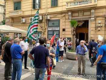 Napoli, presidio Lsu sotto Palazzo Santa Lucia - Corriere del Mezzogiorno