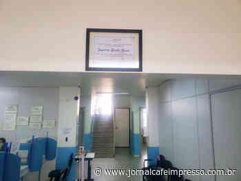 Placa instalada no Sais de Indaial homenageia servidora da Saúde vítima da Covid-19 - Jornal Café Impresso