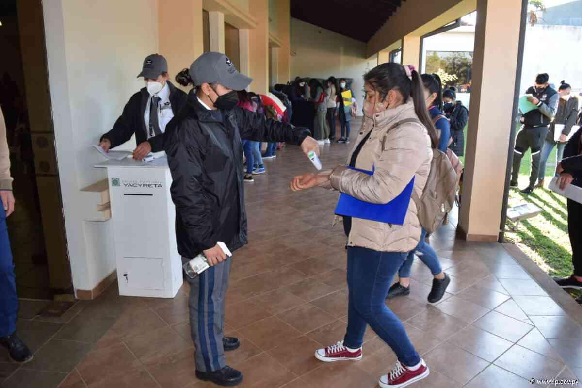 Yacyretá prosigue con los desembolsos de becas a jóvenes de Ayolas | - ip.gov.py