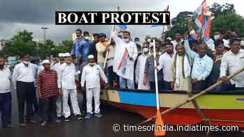 Bhubaneswar: Congress holds 'boat protest' to highlight issue of waterlogging