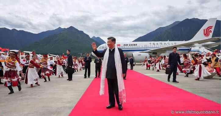 """Xi Jinping visita il Tibet, è la prima volta di un presidente cinese dal 1990: """"Stabilità duratura e sviluppo per la regione"""""""