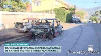 Rio: rua de Engenho de Dentro vira depósito de carros queimados - Record TV