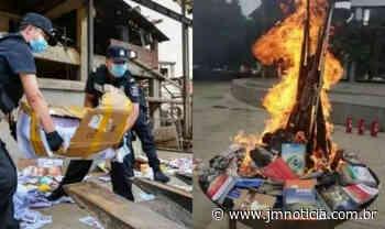 """Livros religiosos são queimados publicamente na China: """"Para educar massas"""" - JM Notícia"""