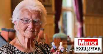 We meet knitting Queen who spent 2 yrs making incredible 18ft woolen Sandringham