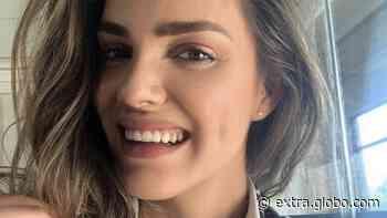 'Sua estrela brilha', diz mãe de modelo brasileira morta no Chile após acompanhar de casa o enterro da filha - Extra