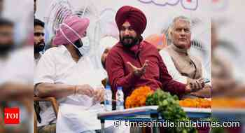 Navjot Singh Sidhu bats on front foot at photo-op with CM Amarinder