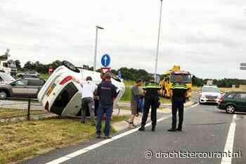 Auto belandt op zijn kop bij Nijega - Drachtster Courant