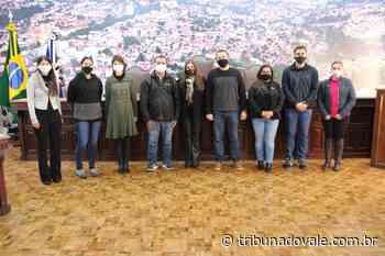Alunos do Colégio Magnus visitam Câmara Municipal de Jacarezinho - Tribuna do Vale
