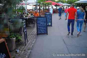 Friedrichshafen: Ganz schön knifflig: Rettungsgasse an der Uferpromenade ist kreativ markiert - SÜDKURIER Online