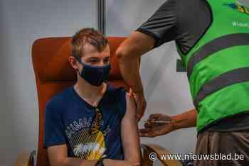 """Vaccinatiecentra volop bezig met prikken voor 12- tot 15-jarigen: """"We zijn nu extra flexibel door de vakantie"""""""
