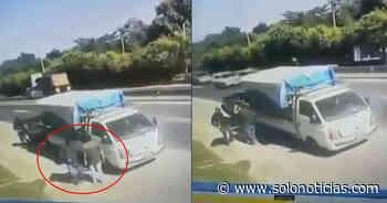 VIDEO | Captan privación de libertad de motorista en carretera a Quezaltepeque - Solo Noticias