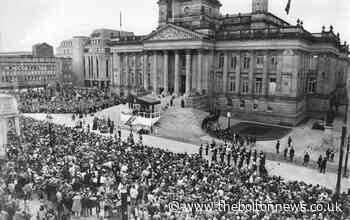 Queen's visit to Bolton brought crowds to Victoria Square