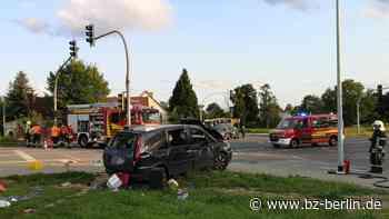 Drei Verletzte bei Kreuzungs-Crash in Lindenberg - B.Z. Berlin