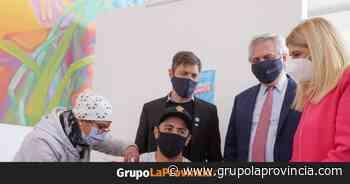 El Presidente visitó un vacunatorio en Florencio Varela - Grupo La Provincia