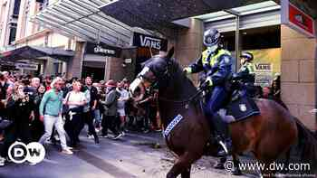 Coronavirus digest: Sydney anti-lockdown rally turns violent - DW (English)