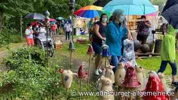 Der Töpfermarkt in Landsberg startet im Regen