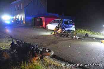 Motorrijder in levensgevaar na knal tegen geparkeerde wagen in Dendermonde<BR />