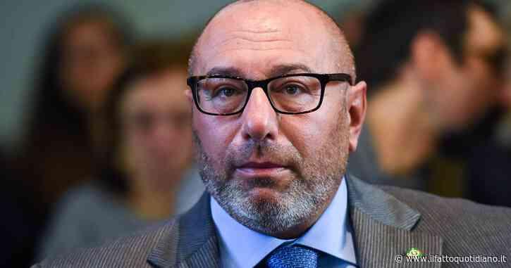 """Luca Bernardo, la denuncia: """"Il medico candidato col centrodestra a Milano gira armato in ospedale"""". Lui: """"Di notte, mai in corsia. Querelo"""""""