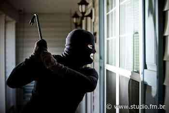 Idosos são amarrados e vendados durante assalto a residência em Passo Fundo - Rádio Studio 87.7 FM | Studio TV | Veranópolis