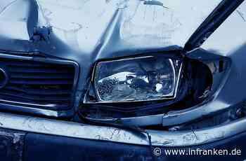 Erlangen: Verkehrsrowdy überholt von rechts, rammt Autos und baut fast schweren Unfall